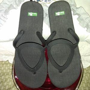 Sanuk Women's Black Flip Flops Size 7/8 EUC